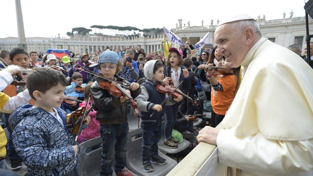 http://sotodelamarina.com/2018/04/AI2/catequesis-del-papa-bautismo-18-de-abril.jpg